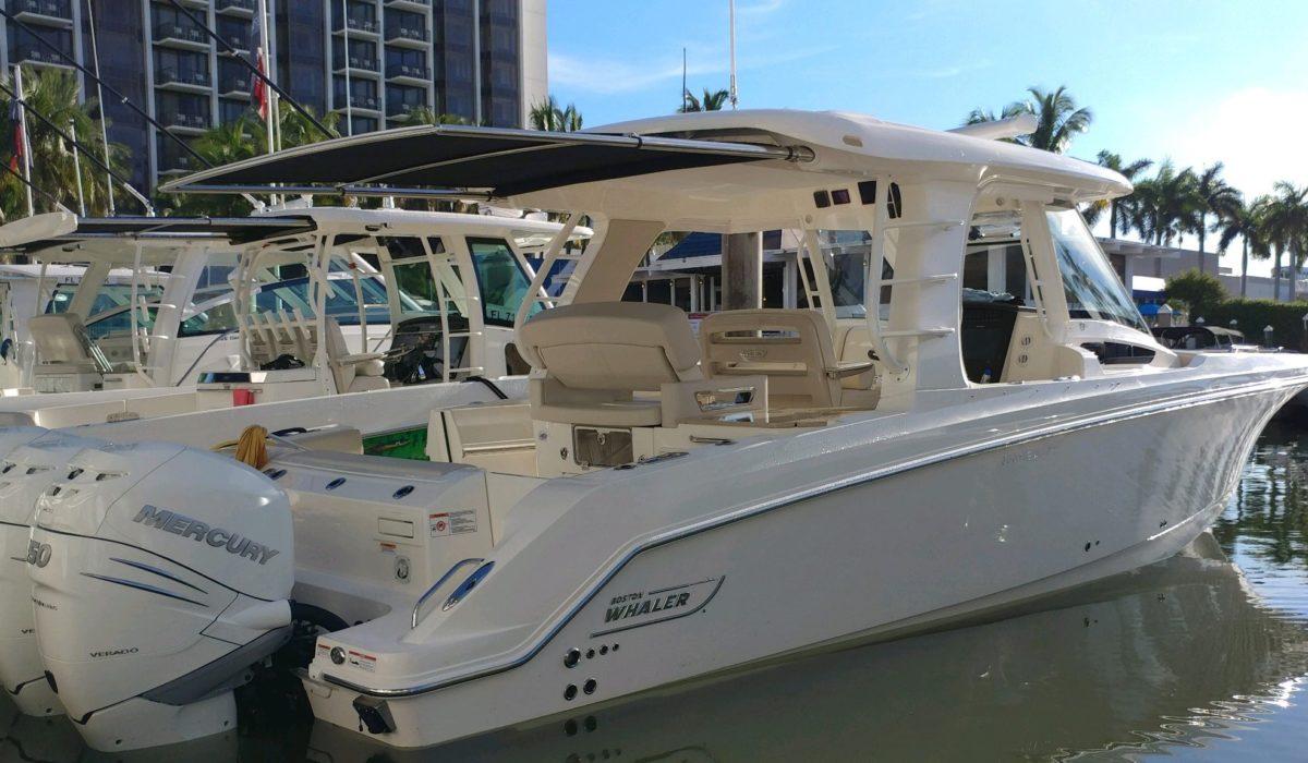 Boston-Whaler-350-Realm-1